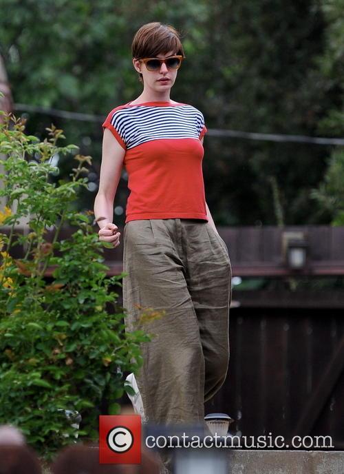 Anne Hathaway 32
