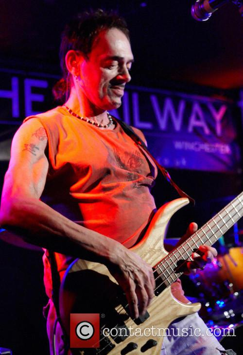 Andy Fraser performs live