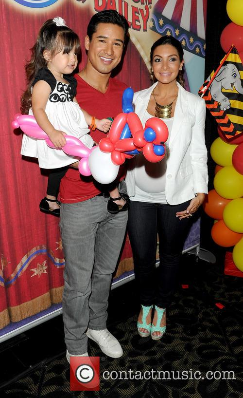 Mario Lopez, Courtney Mazza, Gia, STAPLES CENTER