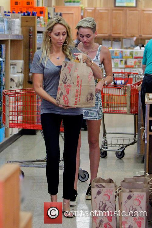 Miley Cyrus and Tish Cyrus 8