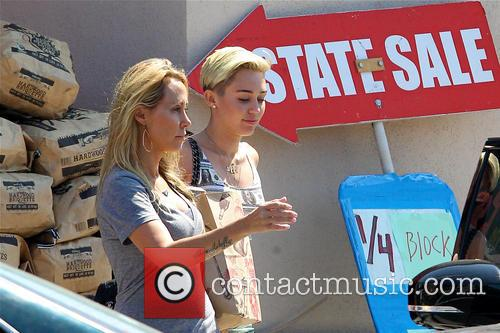 Miley Cyrus and Tish Cyrus 9