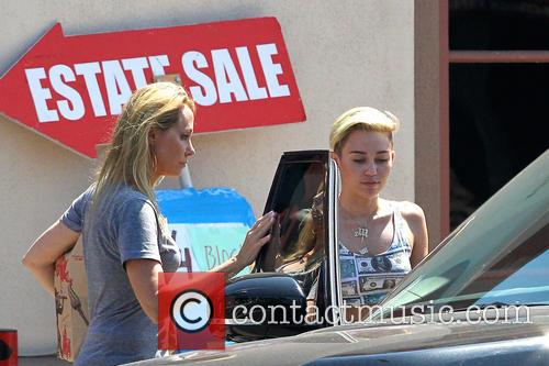 Miley Cyrus and Tish Cyrus 10