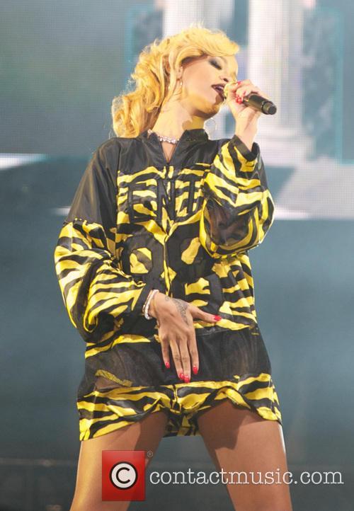 Rihanna 49
