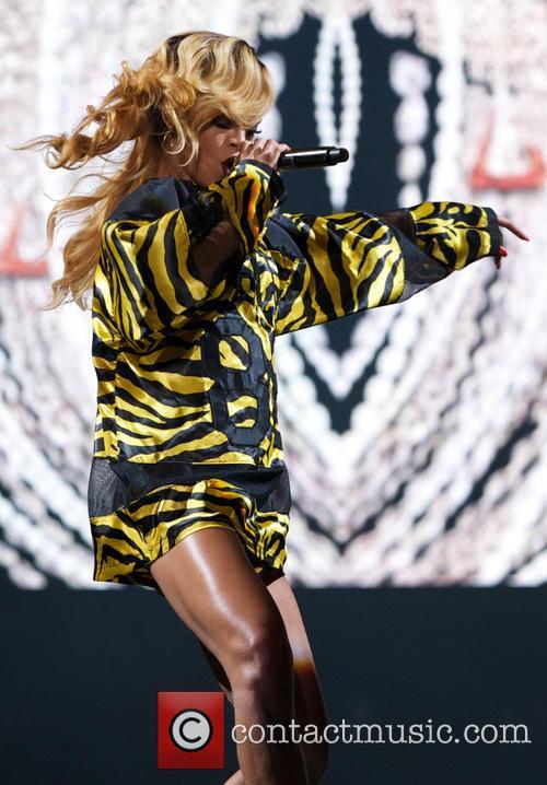 Rihanna 53
