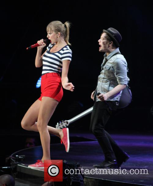 taylor swift patrick stump taylor swift performs live 3761296