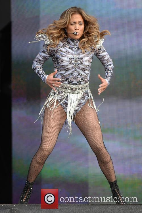 Jennifer Aniston Performing