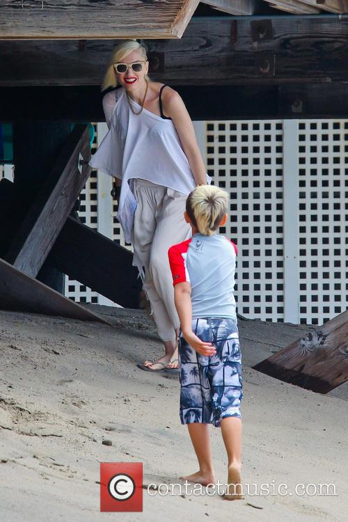 Gwen Stefani spends the day with her children...