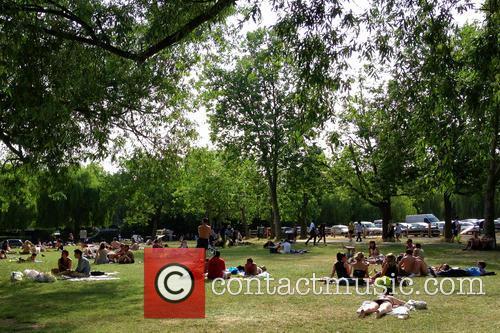 Londoners flock to Hampstead Heath to enjoy the...