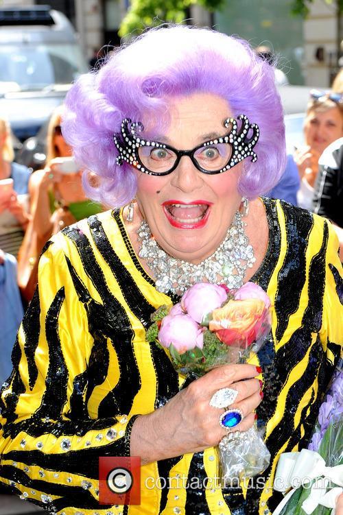 dame edna everidge dame edna everage arrives 3763683