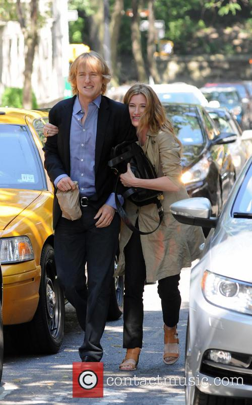 Owen Wilson and Kathryn Hahn 5