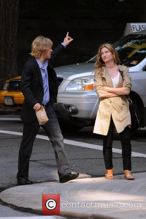 Owen Wilson and Kathryn Hahn 7