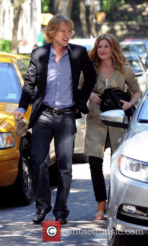 Owen Wilson and Kathryn Hahn 13