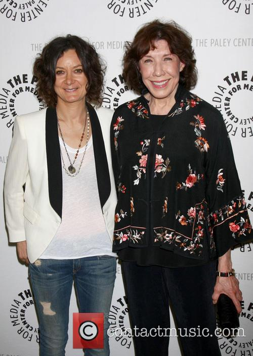 Sara Gilbert and Lily Tomlin 3