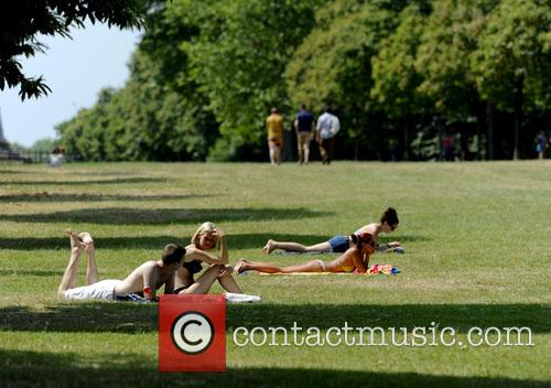 The Temperature reaches 33 degrees in Central London