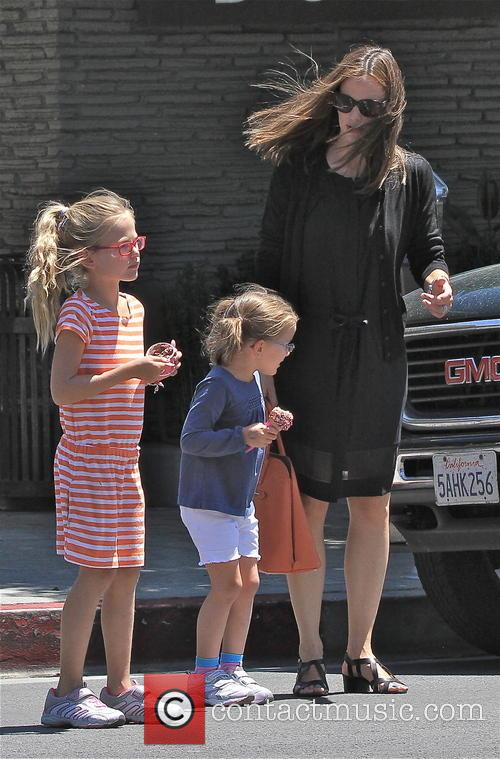 Jennifer Garner, Violet Affleck and Seraphina Affleck 1