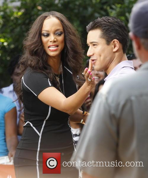 Tyra Banks and Mario Lopez 6
