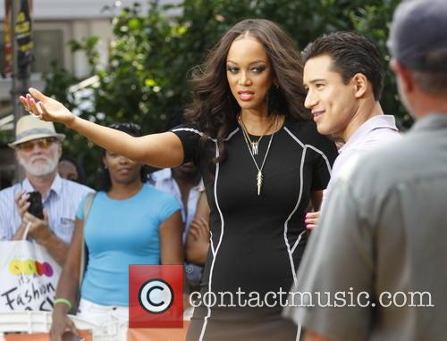 Tyra Banks and Mario Lopez 9