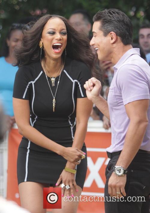 Tyra Banks, Mario Lopez