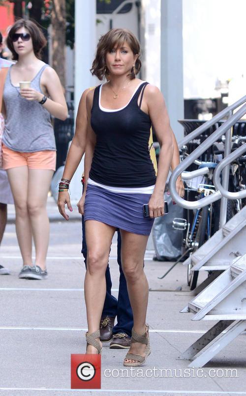 Jennifer Aniston 33