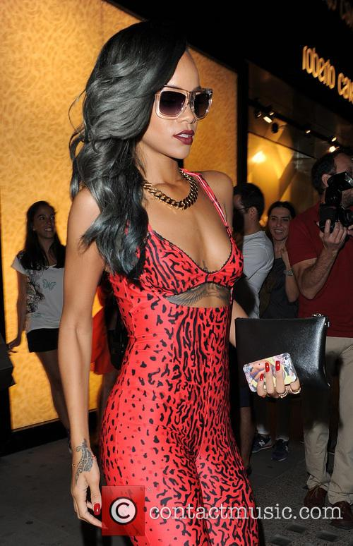 Rihanna spends around 3 hours shopping in Roberto...