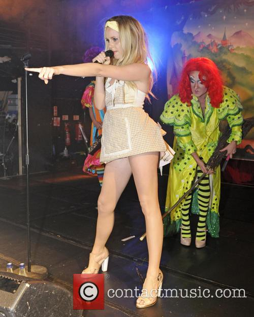 Diana Vickers and Tanya Yyde 3