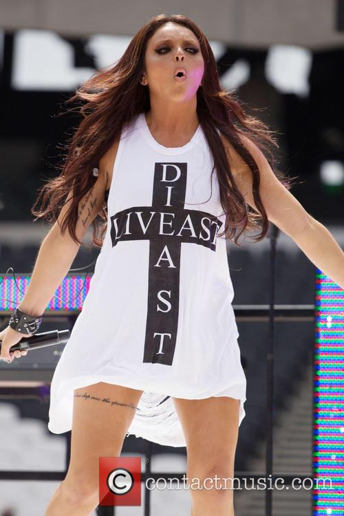 jesy-nelson-little-mix-little-mix-perform-at_3774017.jpg