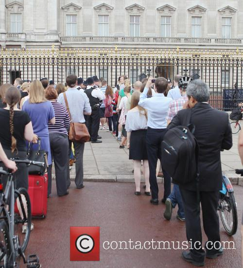 Members and Buckingham Palace 5