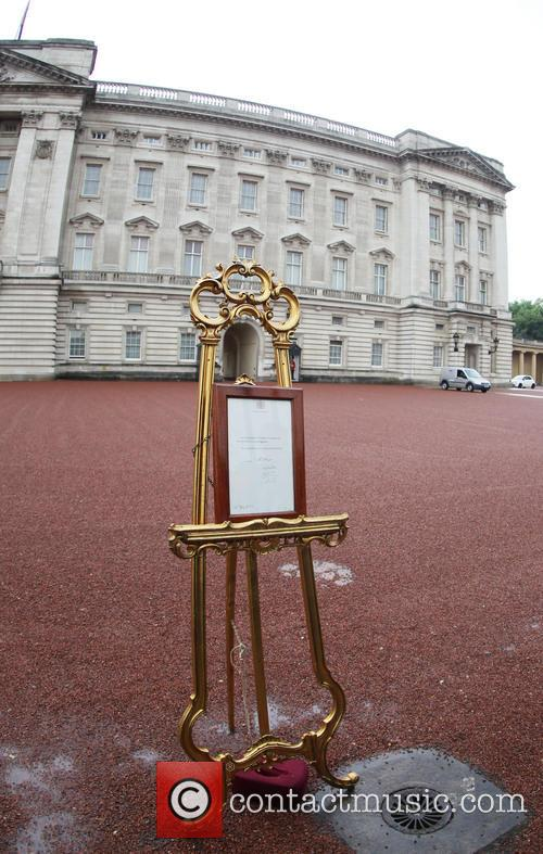 Members and Buckingham Palace 1