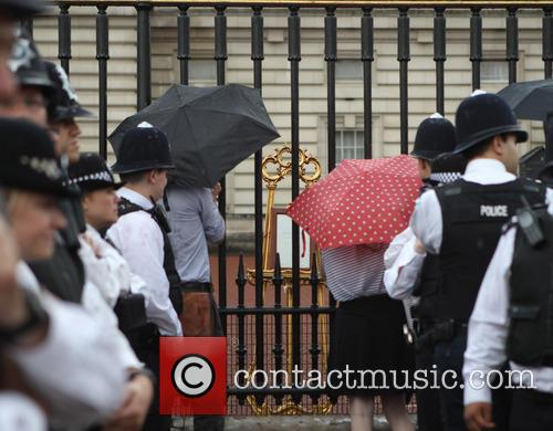 Members and Buckingham Palace 11