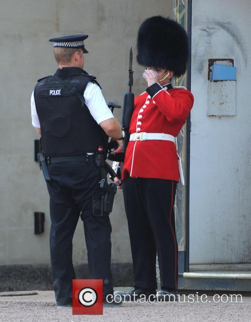 Buckingham Palace, Policeman and Royal Guard 3