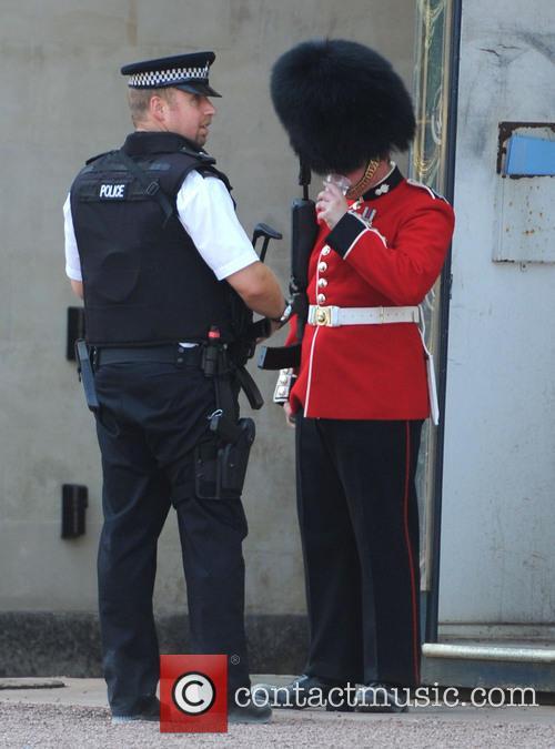Buckingham Palace, Policeman and Royal Guard 4