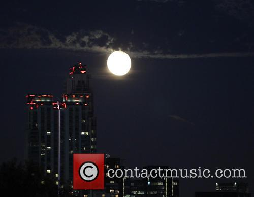 Moonrise over Canary Wharf