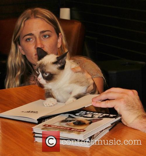 Grumpy Cat Book Paw Print Signing