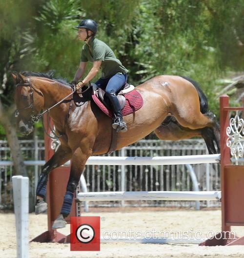 kaley cuoco kaley cuoco seen horseback riding 3781467