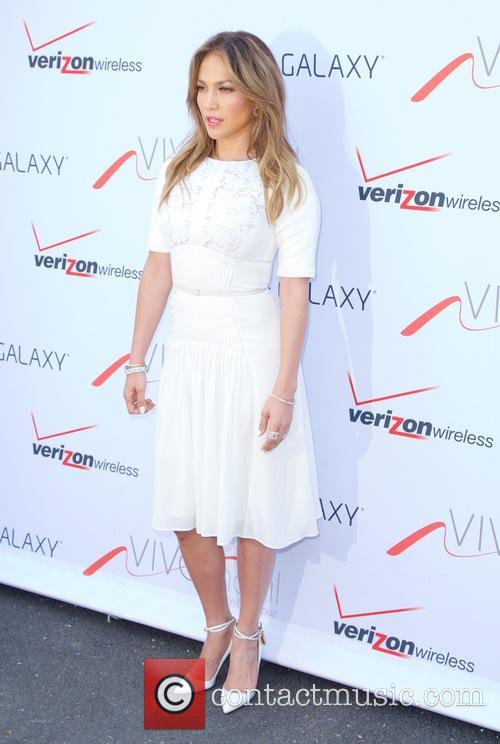 Jennifer Lopez, Viva Movil Opening