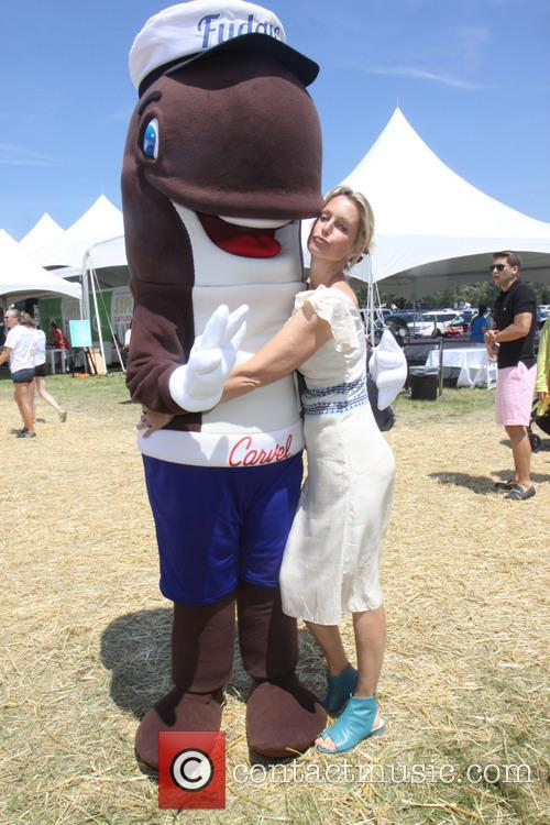 Ali Wentworth and Fudgie The Whale 2