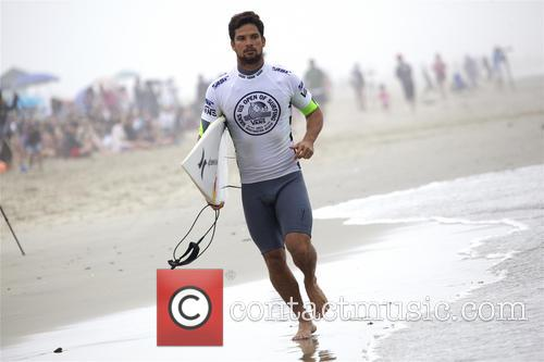 Alejo Muniz Surfing