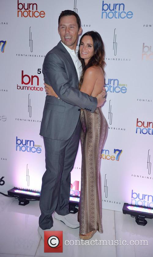 jeffrey donovan gabrielle anwar burn notice wrap party 3785279