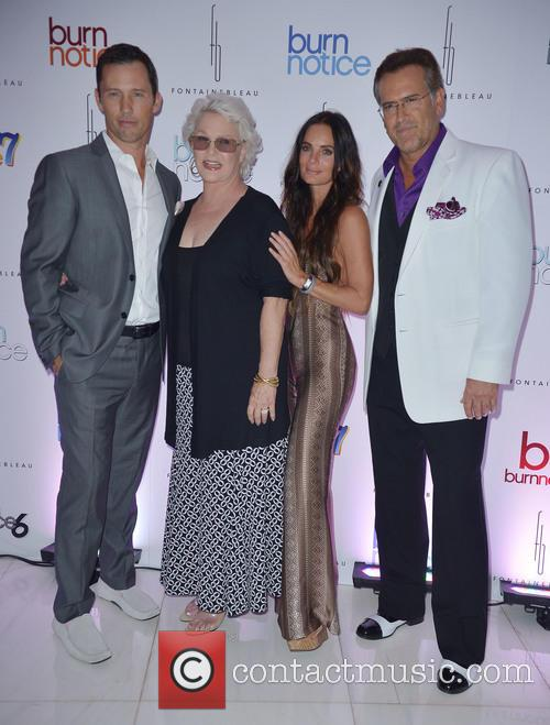 Jeffrey Donovan, Sharon Gless, Gabrielle Anwar and Bruce Campbell 3