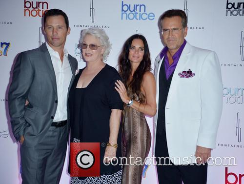 Jeffrey Donovan, Sharon Gless, Gabrielle Anwar and Bruce Campbell 4
