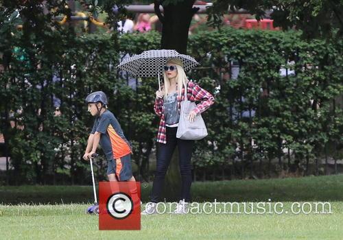 Gwen Stefani, Kingston and Zuma 3