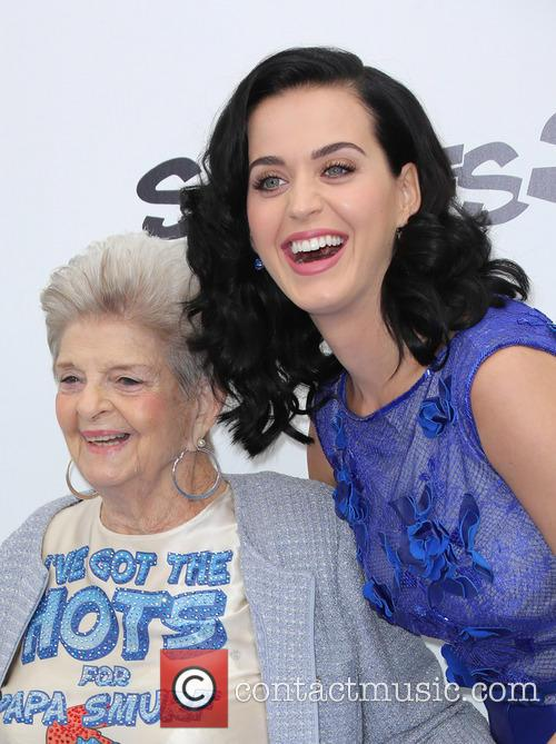 katy perry with her grandmother smurfs 2  3785629
