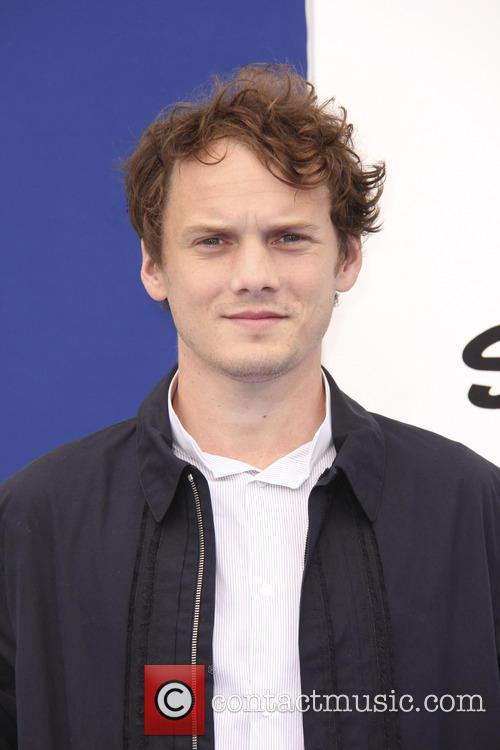 anton yelchin la premiere of the smurfs 3786445
