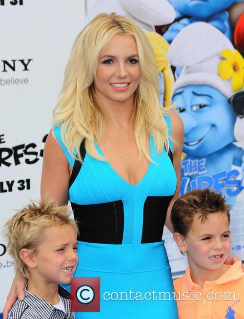 Britney Spears, Jayden James Federline and Sean Federline 6