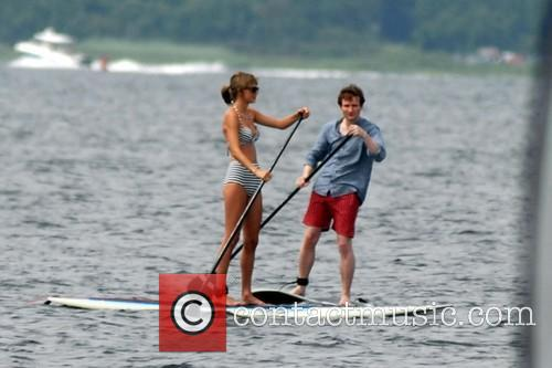 Taylor Swift and her musician pal Ed Sheeran go paddleboarding