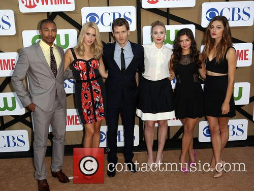 Charles Michael Davis, Claire Holt, Joseph Morgan, Leah Pipes, Danielle Campbell and Phoebe Tonkin 6