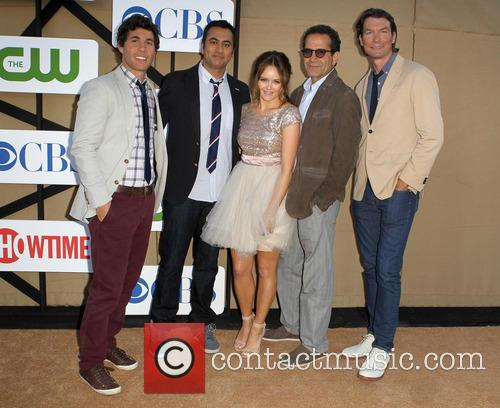 Chris Smith, Kal Penn, Rebecca Breeds, Tony Shalhoub and Jerry O'connell 3
