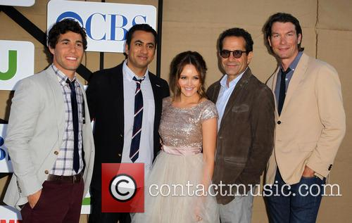 Chris Smith, Kal Penn, Rebecca Breeds, Tony Shalhoub and Jerry O'connell 4