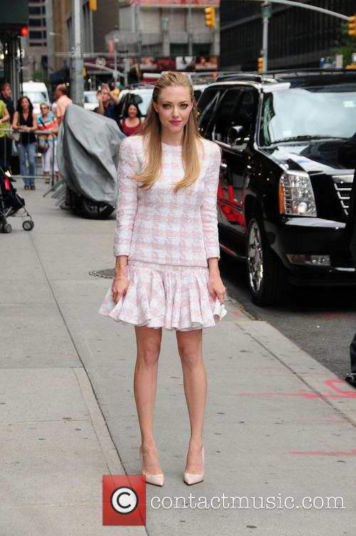 amanda seyfried celebrities outside the letterman show 3789523