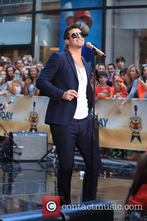 robin thicke robin thicke performs during the 3789075